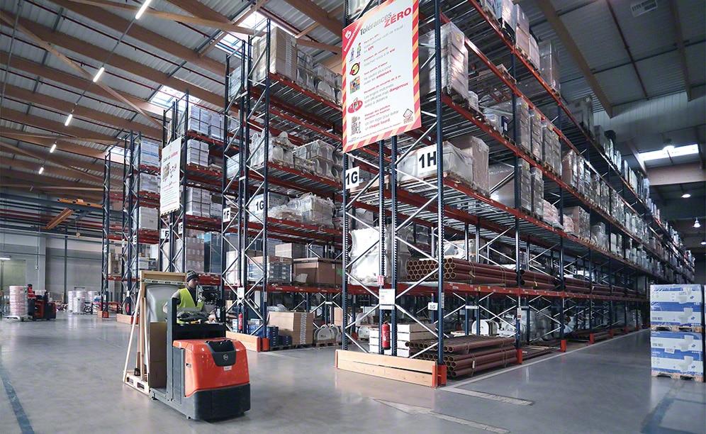 Saint-Gobain utilizza lo spazio disponibile dei propri magazzini in modo intelligente, sfruttando ogni metro quadrato con cicli operativi efficienti che contribuiscono al buon rendimento dell'impianto