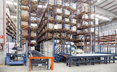 Mecalux ottimizza il centro logistico di Industrias Cosmic a Barcellona con la costruzione di un magazzino automatico