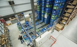 Il magazzino miniload è composto da due corsie interne, con la possibilità di installare una terza corsia in uno spazio riservato per un ampliamento futuro