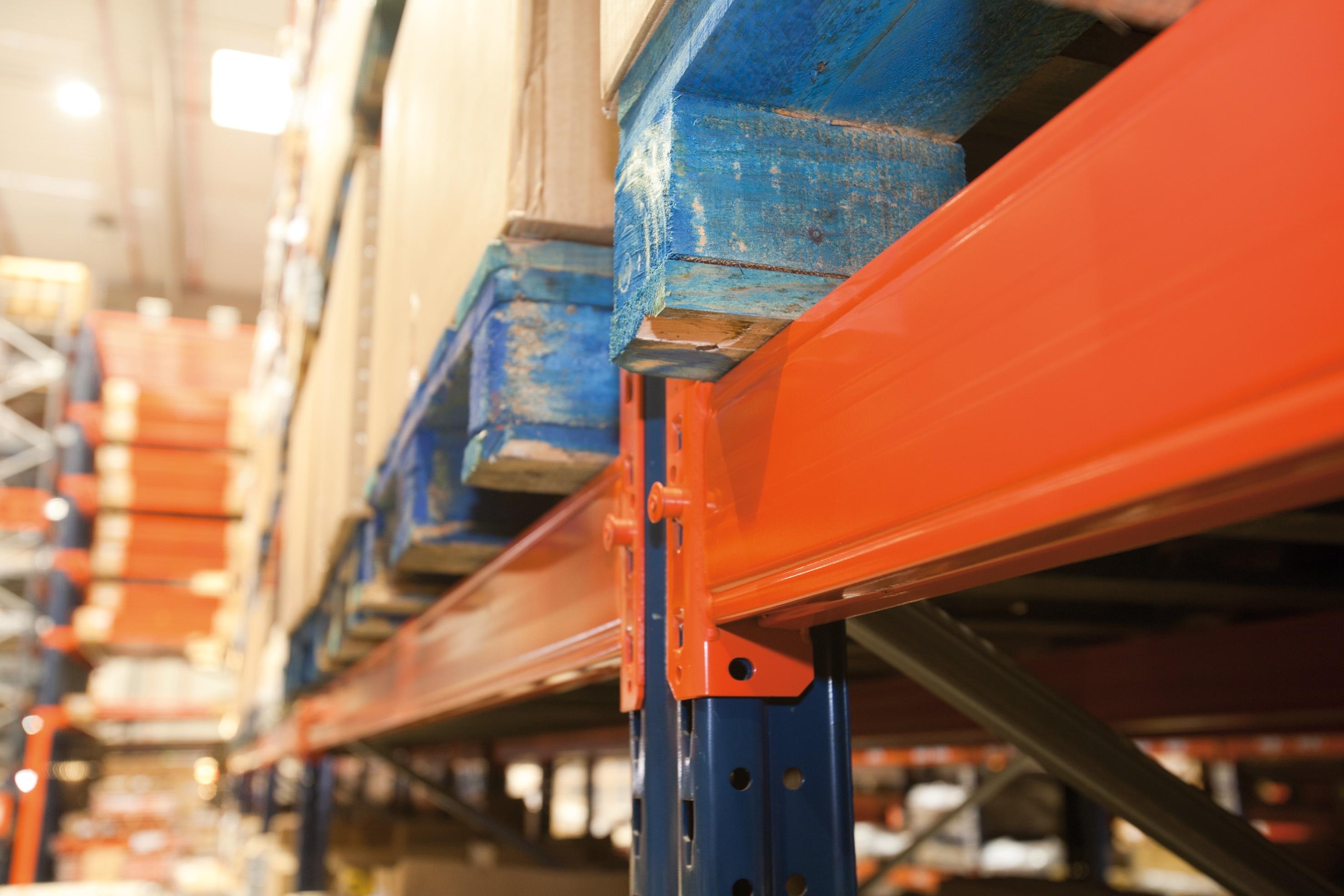 sistema antisgancio che migliora la sicurezza delle sue scaffalature metalliche