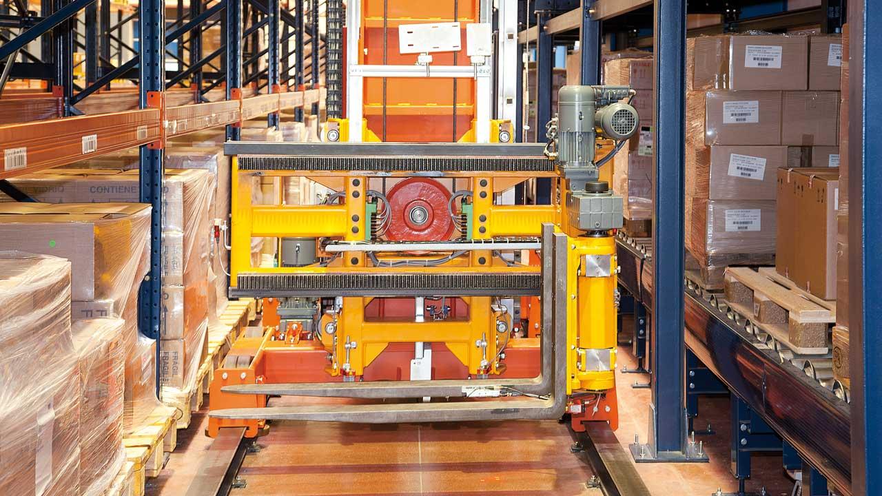 Caso pratico Trasloelevatore trilaterale automatico: Disalfarm