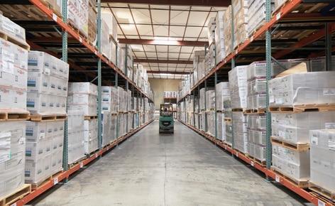 L'operatore logistico Desert Depot installa scaffalature push-back per ottenere una maggiore capacità su una minore superficie di stoccaggio