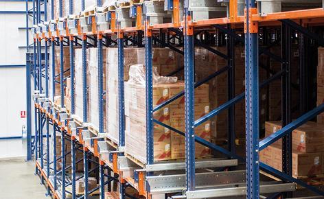 Mecalux ha realizzato un magazzino autoportante con il sistema Pallet Shuttle semiautomatico per la casa farmaceutica peruviana Medifarma