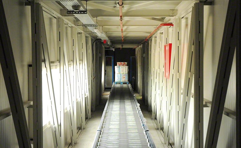 Trasportatori automatici nel magazzino di Grup Baucells Alimentació