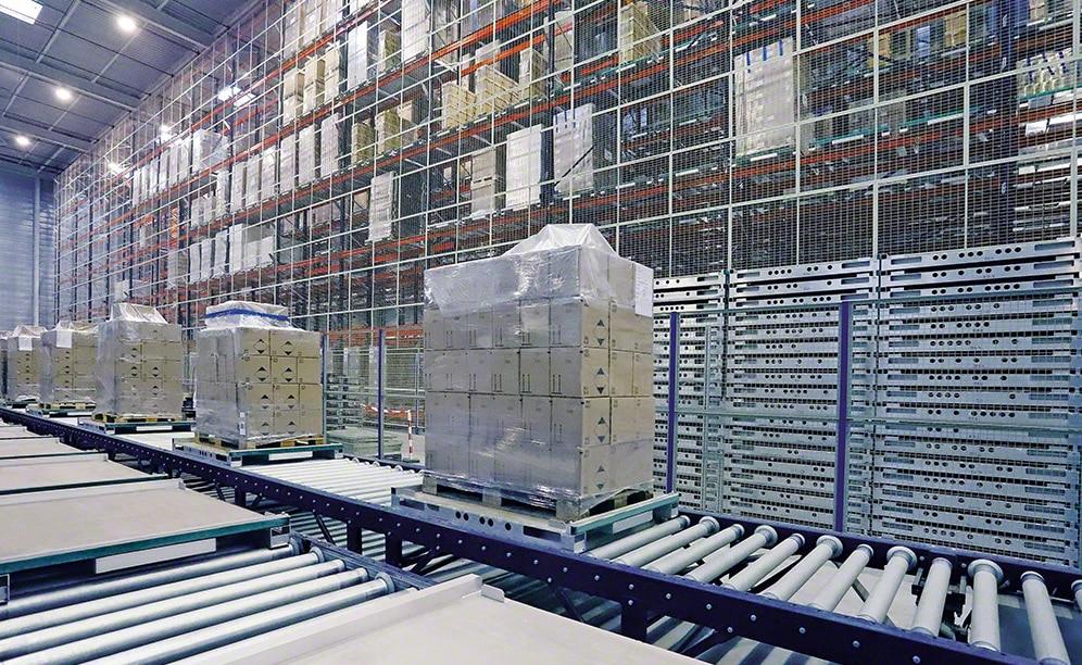 Nuova corsia nel magazzino automatico dell'azienda di sterilizzazione Steris
