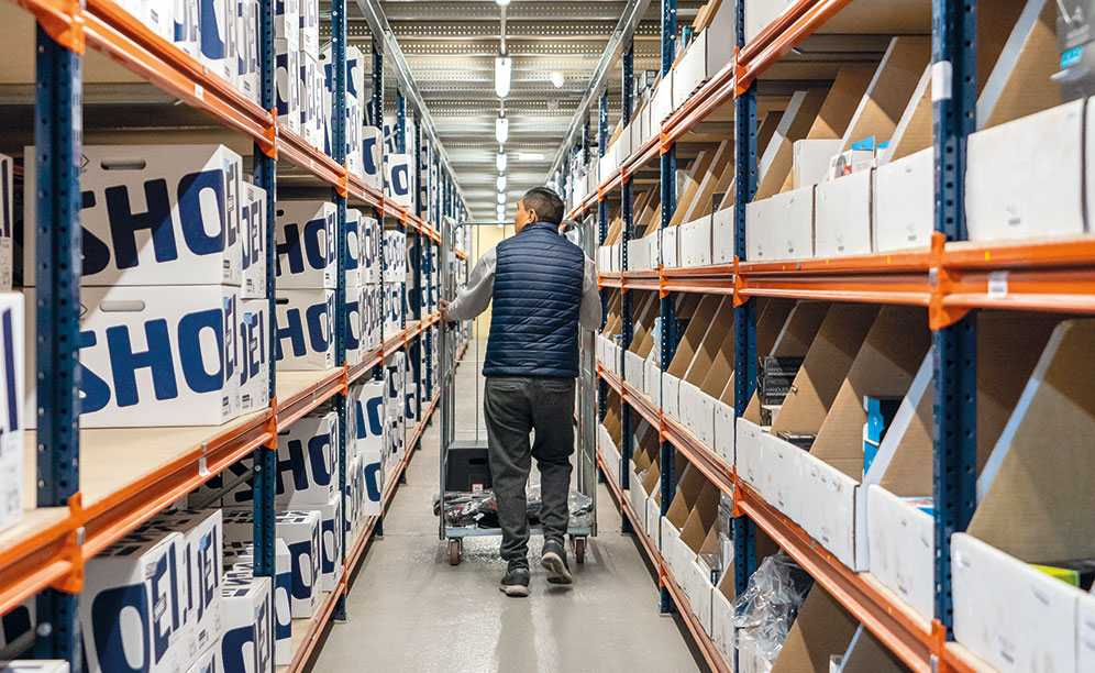 Il software per e-commerce indica agli operatori come svolgere il picking con precisione