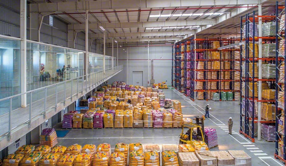 Il cross-docking è un metodo di preparazione degli ordini che punta a minimizzare lo stock nel magazzino