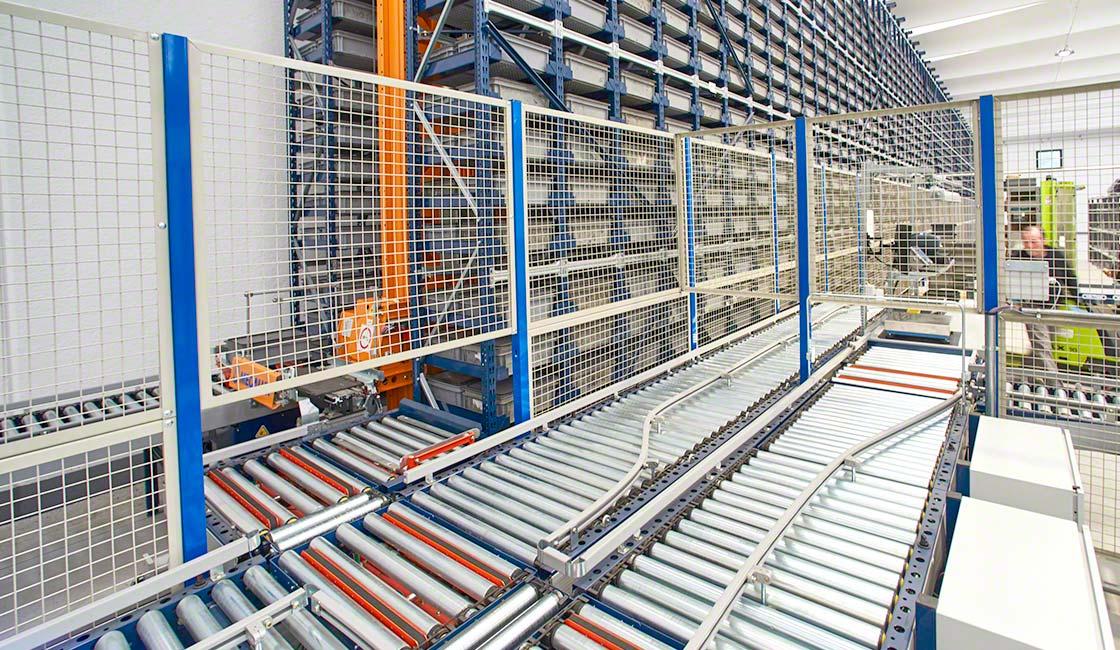 Le recinzioni perimetrali di sicurezza evitano l'interazione tra robot industriali e gli operatori