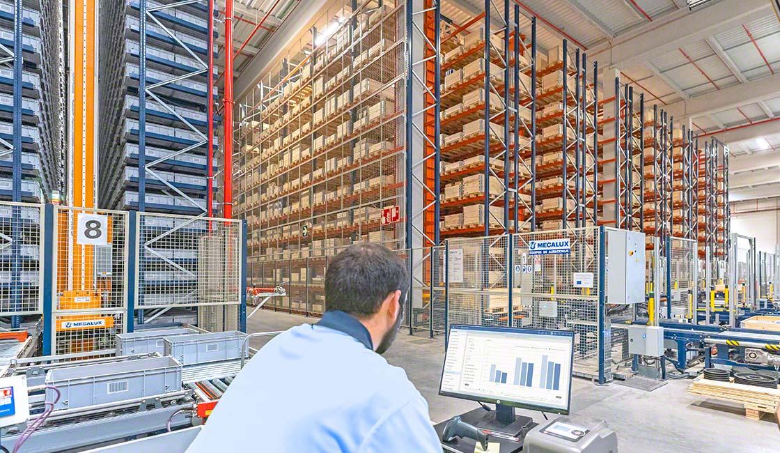 L'introduzione di robot collaborativi e industriali nei magazzini assicura l'ottimizzazione dei cicli logistici