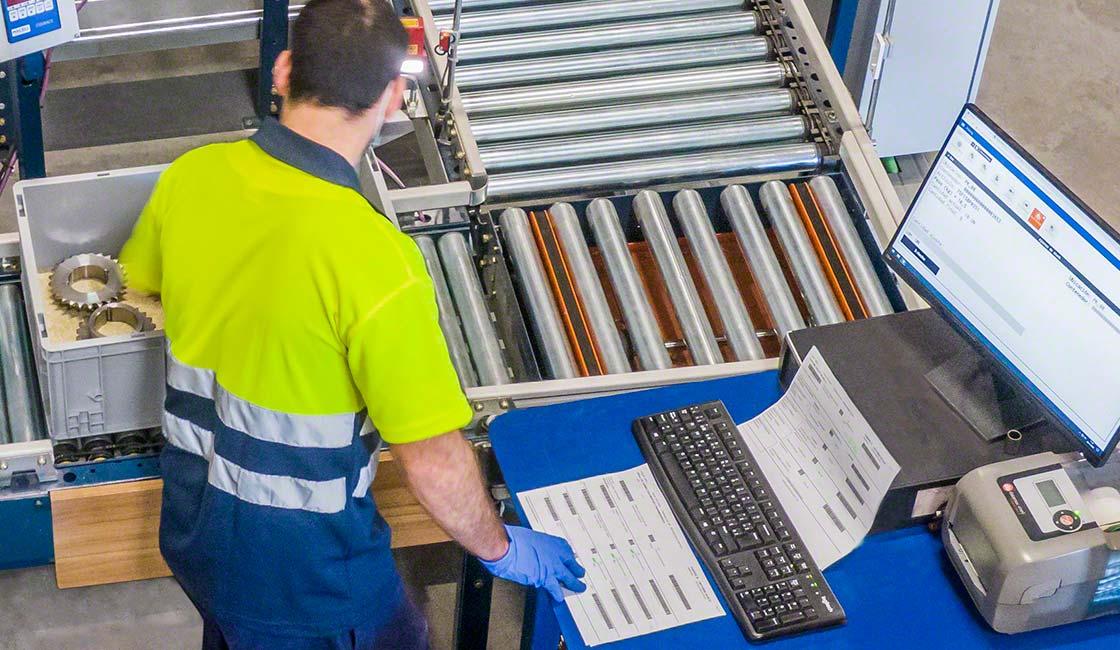 Il software di gestione magazzino effettua un controllo dello stock e organizza i cicli operativi del magazzino e-commerce